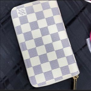 Louis Vuitton Compact Wallet Gently Loved 💯